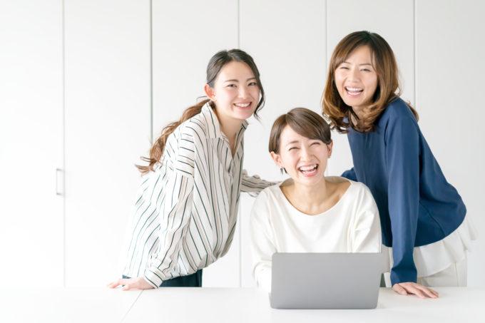笑顔で働く女性たち